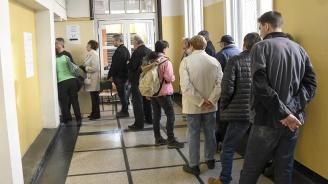 Към 17,30 часа активността на балотажа на местните избори в страната е 35,80%