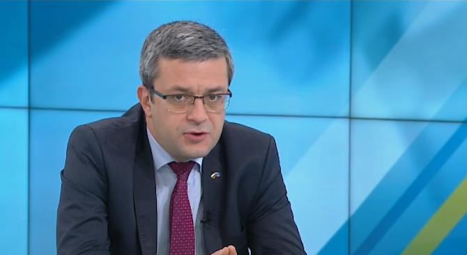 Тома Биков: Госпожа Манолова трябва да може да приема загубата