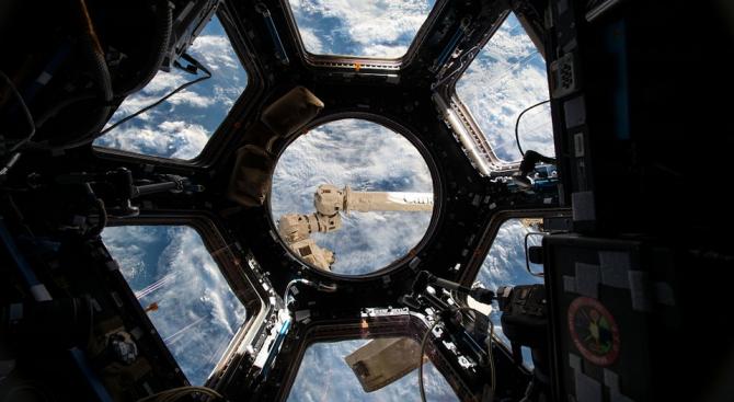 """Започна скачването на товарния кораб """"Сигнус"""" с МКС"""