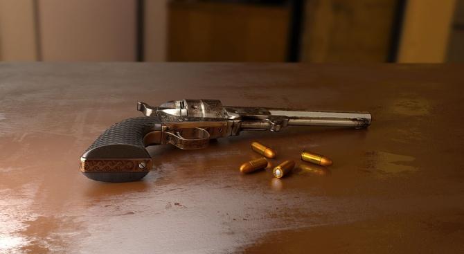 Незаконно оръжие и боеприпаси са иззети при проверка в офис
