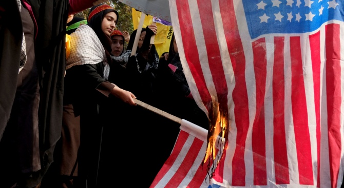 """Иранци скандират """"Смърт на Америка"""""""