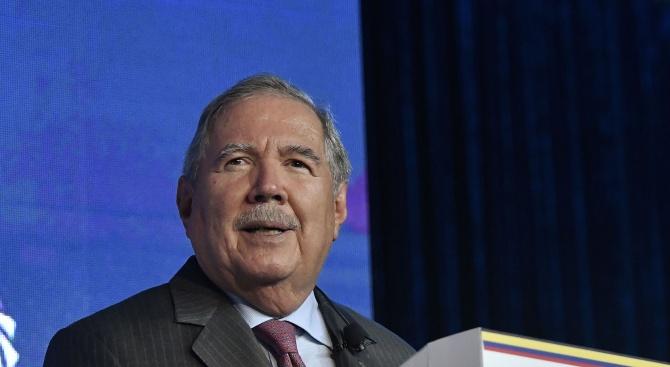 Колумбийският министър на отбраната Гийермо Ботеро подаде оставка след серия