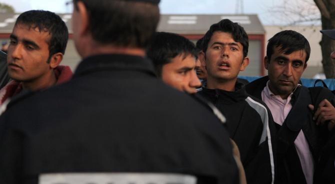 Започна разтурване на имигрантски лагери в Париж