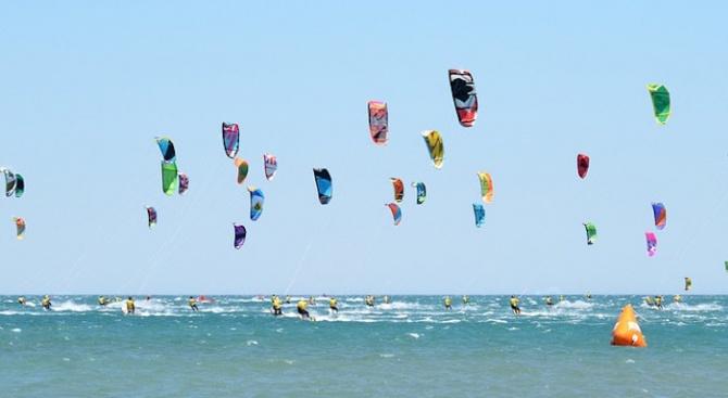 Почти 600 кайт сърфисти поставиха рекорд на Гинес