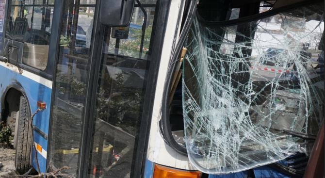 Инцидент с автобус, превозващ работници, става в петък сутринтакрай град