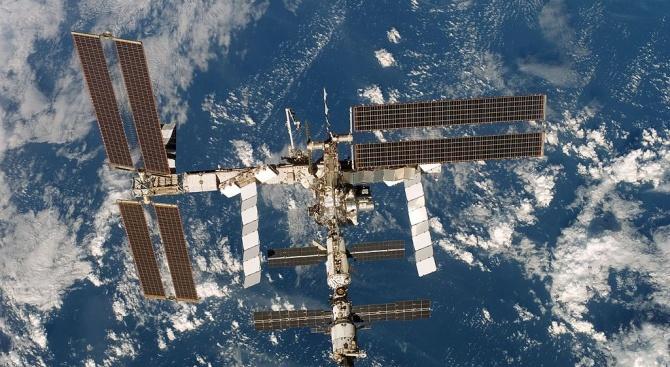Астронавтите на МКС получиха 12 бутилки скъпо френско вино, но няма да го пият