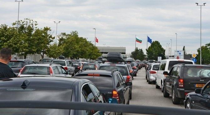 Интензивен е трафикът на изход за товарни автомобили на границата