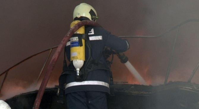 Възрастен мъж загина при пожар в дома си в Бургас