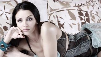 Диляна Попова подсили бюста си със силикон