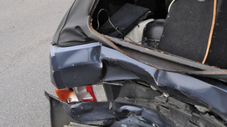 Мъртво пиян шофьор помете паркирана кола