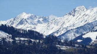 Лавина погреба двама души в австрийския курорт Зьолден