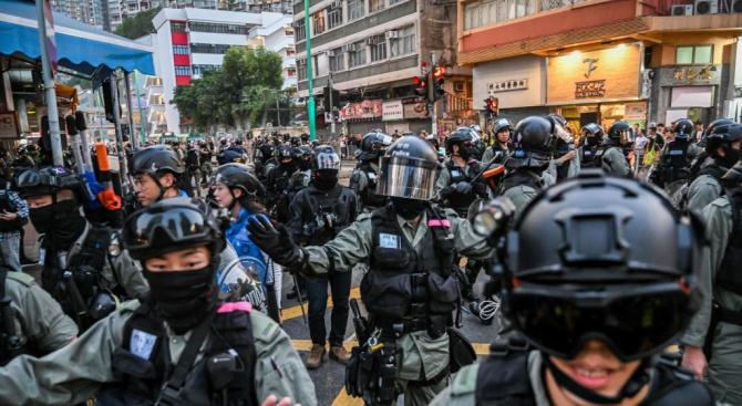 Антиправителствен демонстрант е бил прострелян от полицията в Хонконг тази