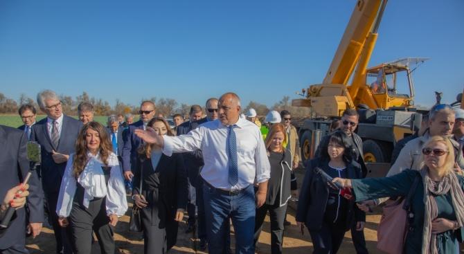 Борисов заведе Херо Мустафа на газовата връзка Гърция-България