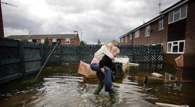 Евакуираха цяло село във Великобритания, заради опасност от наводнения. Всички