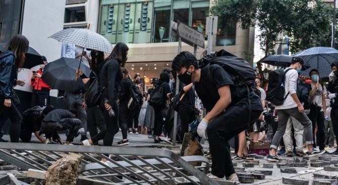 Изправената пред мощна протестна вълна лидерка на Хонконг Кари Лам