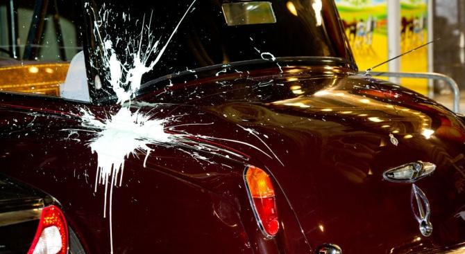 Материални щети били нанесени по два леки автомобила в Пловдив.