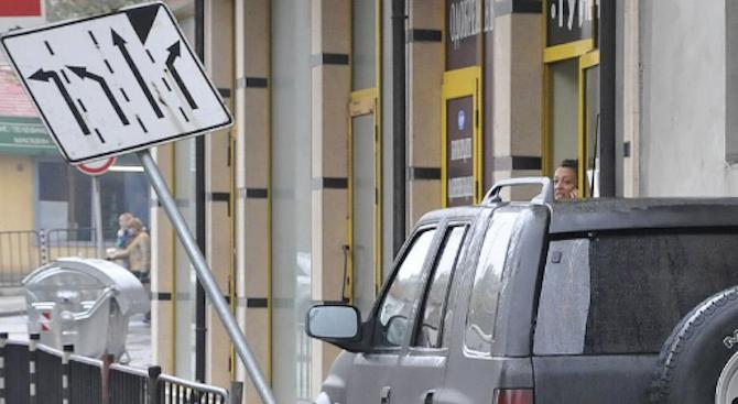 Снимка: Мъртво пиян се заби в пътен знак в Монтана