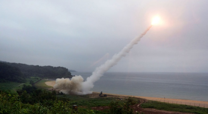 Най-малко 50 ракети са били изстреляни от палестинска територия по