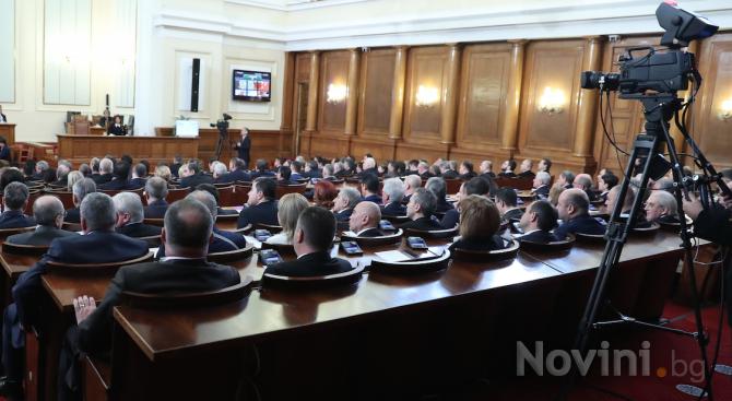 С кворум от 125 народни представители започна извънредното заседание на