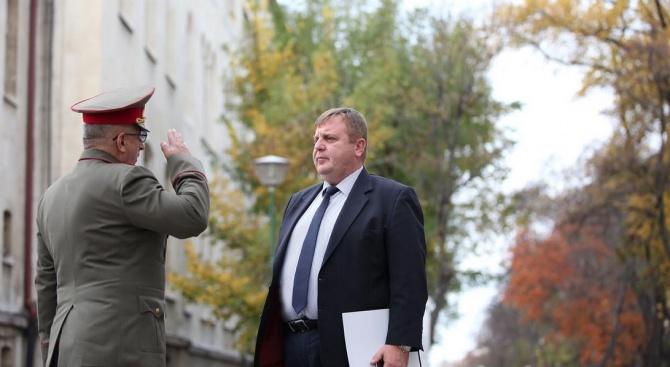 """Министърът на отбраната Красимир Каракачанов откри международната научна конференция """"Дългосрочни"""