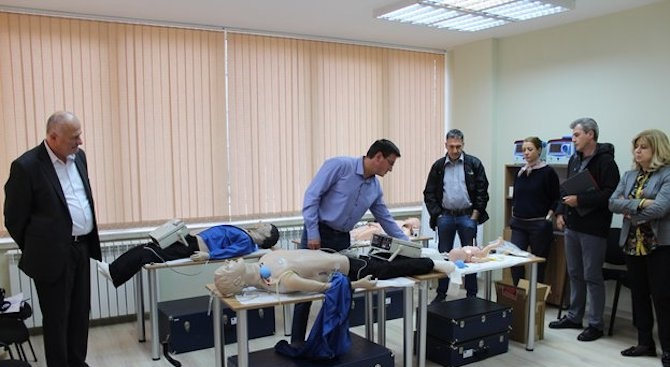 """Медици от """"Пирогов"""" се обучават по проект за лечение на спешни състояния"""