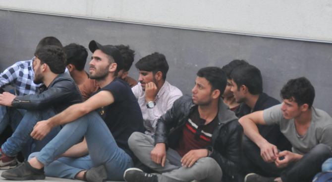102 лица са проверени при специализирана полицейска операция срещу незаконната