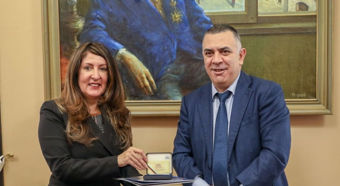 Посланик Херо Мустафа положи венец пред паметника на Хаджи Димитър