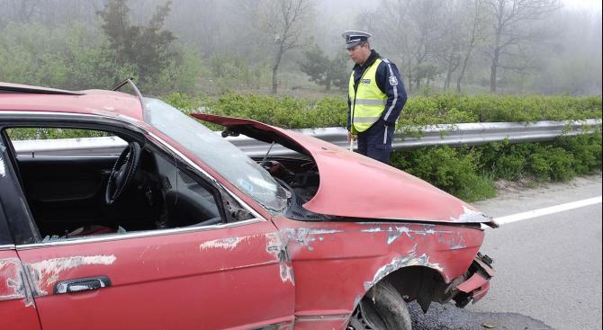 Лек автомобил е катастрофирал между селата Първомай и Златарево, шофьорът