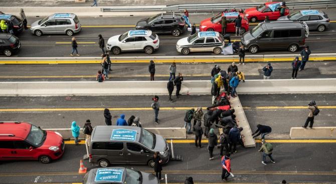 Испанската полиция разгони групата протестиращи, подкрепящи каузата за независимост на