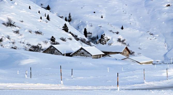 Първият сняг в алпийските части на Австрия причини прекъсване на