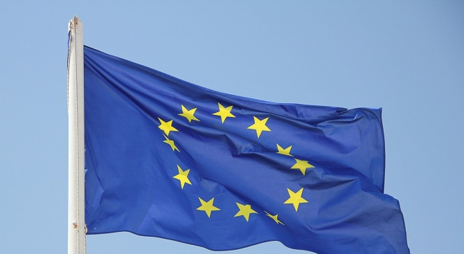 Флагът на Европейския съюз бе върнат в залата на полския