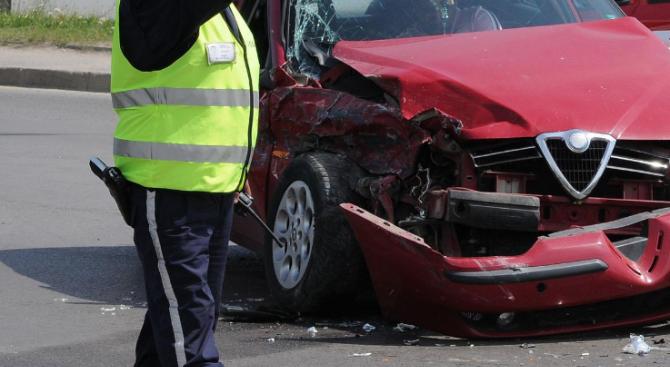 Неправоспособен шофьор на лек автомобил е предизвикал катастрофа и е