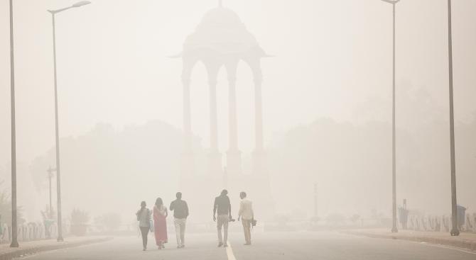 Снимка: Училищата в Делхи са затворени заради мръсния въздух