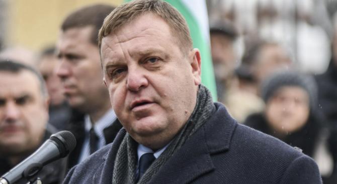Министърът на отбраната КрасимирКаракачановобясни в ресорната парламентарна комисия, че в