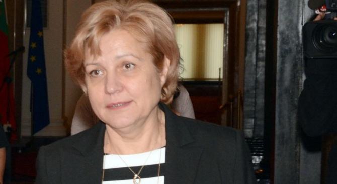 Депутатът от ГЕРБ Менда Стоянова коментира в кулоарите на парламента
