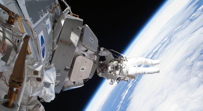Американският астронавт Андрю Морган и италианският му колега Лука Пармитано
