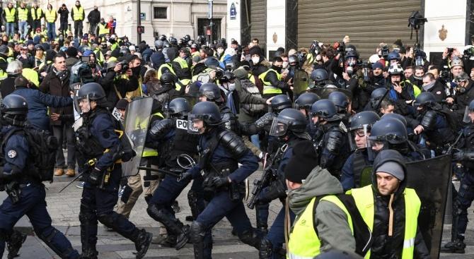 Полицията в Париж забрани на протестиращи от движението на жълтите