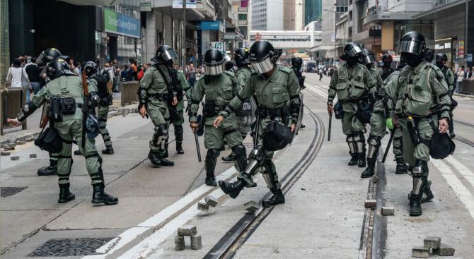 Двама германски студенти бяха задържани в Хонконг заради участие в