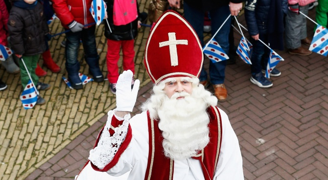 Холандският Дядо Коледа - Синтерклас, пристигна днес в страната за