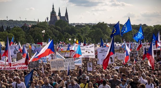 Чехи се събраха днес по случай 30-ата годишнина от Нежната
