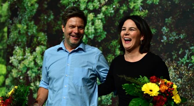 """Двамата ръководители на германските """"Зелени"""" бяха преизбрани триумфално начело на партията"""
