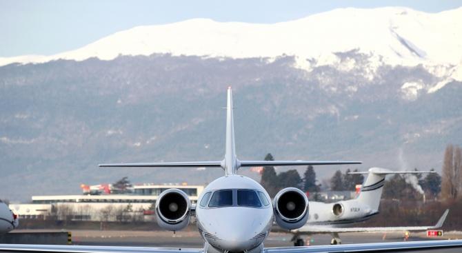 Протестиращи блокираха терминала за частни самолети на летището в Женева