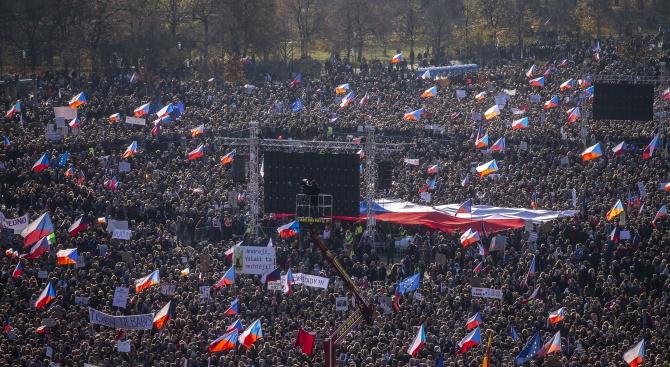 Над 200 000 протестират в Прага срещу премиера Бабиш