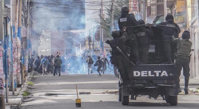 Няколко хиляди души се събраха вчера във венецуелската столица Каракас