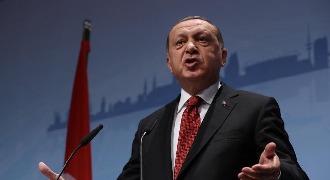 Ердоган търси формула за лидерството в Партията на справедливостта и развитието