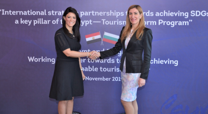Ангелкова се срещна в Египет с министъра на туризма на арабската страна д-р Рания Ал-Машат