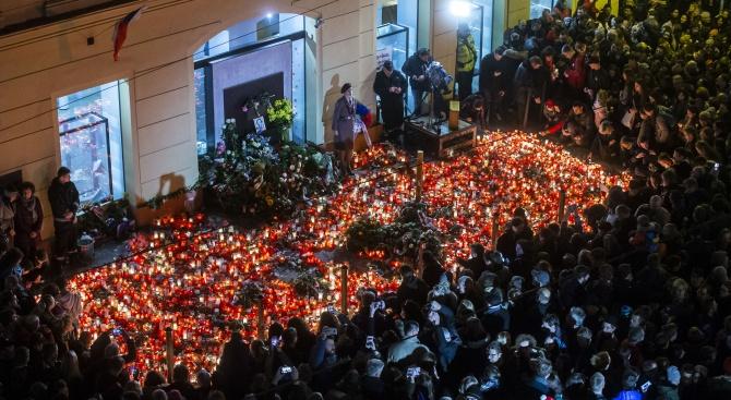 Чехите отбелязаха днес 30-ата годишнина от Нежната революция, сложила край