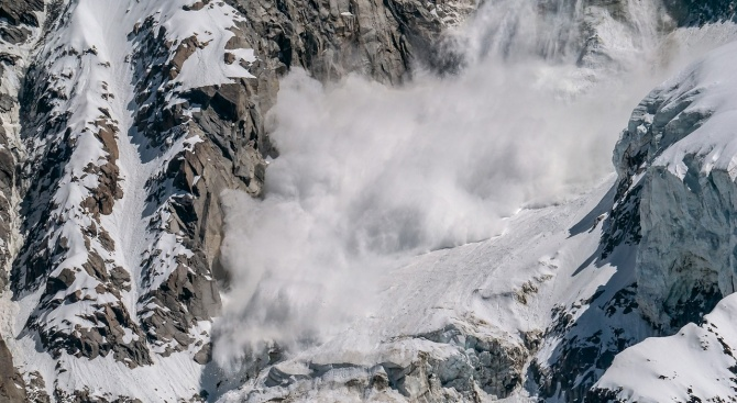 Обилен дъжд и снеговалеж предизвикаха свлачища, лавини и спирания на тока в Австрия