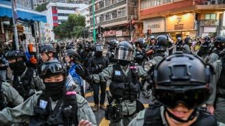 Антиправителствен демонстрант е прострелян от полицията в Хонконг