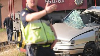 Влак помете кола на прелез край Асеновград, има ранени. Кантонерът е бил пиян